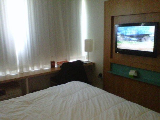 Bond Place Hotel :                   Business Queen Room