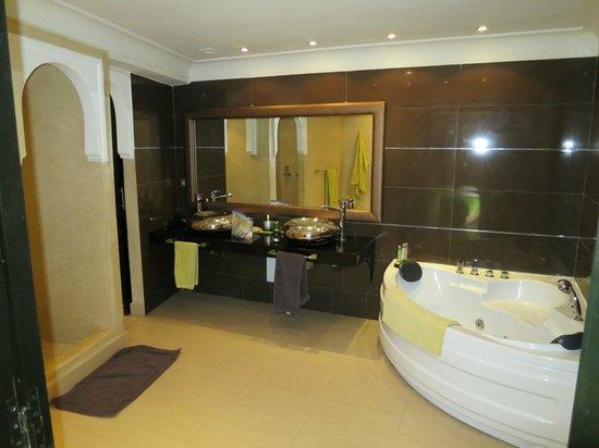Riad Carllian: Salle de bains