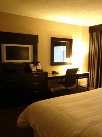 The Westin Edmonton: Desk & TV