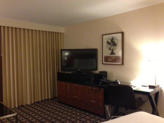 Hilton Palm Springs: TV was terrible.  It was so dark you couldn't watch