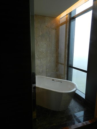 JW Marriott Hotel Shenzhen: Soaking tub as seen from window to bedroom - you can hide this with sliding wall - yes wall slid