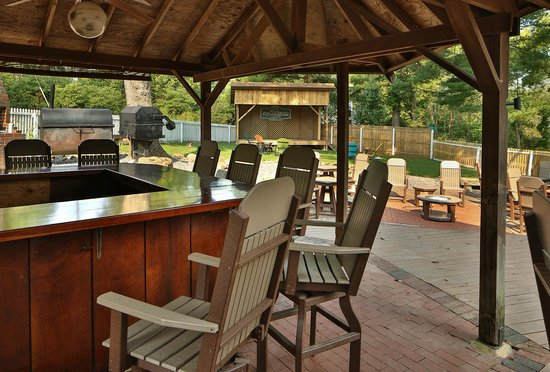 Canal Tavern of Zoar: Patio and Outside Bar