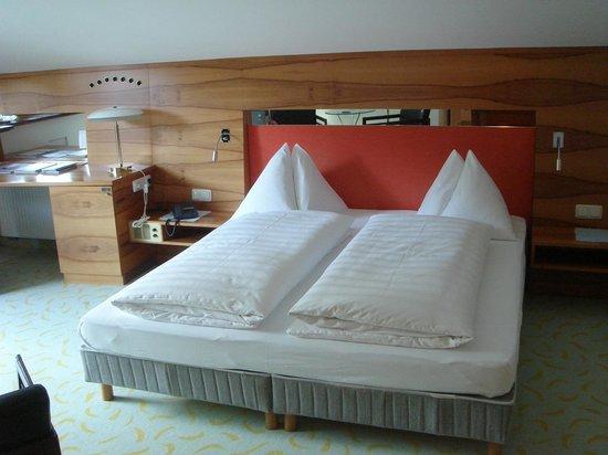 Restaurant-Hotel Obauer: Simple but comfortable bedroom