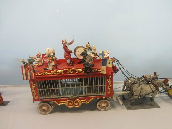 Shelburne Museum: Miniature circus collection