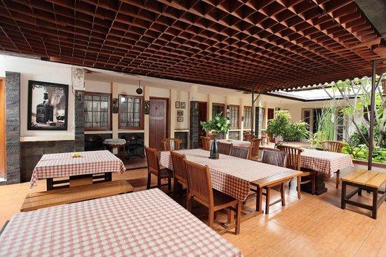 oyo 497 de tropis family guest house prices b b reviews bandung rh tripadvisor com