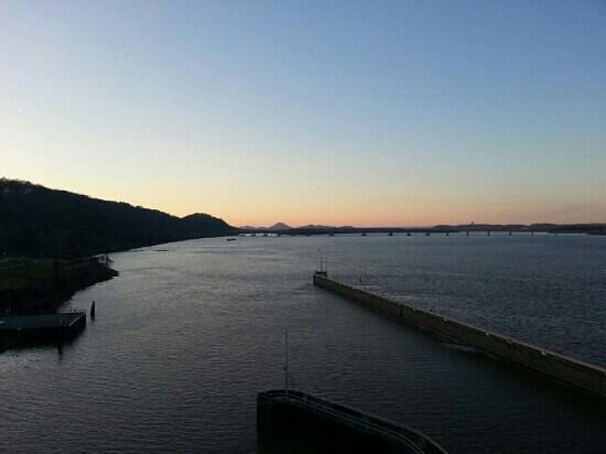 Big Dam Bridge : Evening on the BDB looking west to Mt Pinnacle