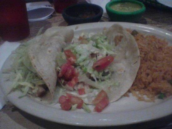 Salsa's: Chicken taco plate