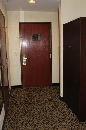 Baymont Inn & Suites Columbia Fort Jackson: Entrance Suite