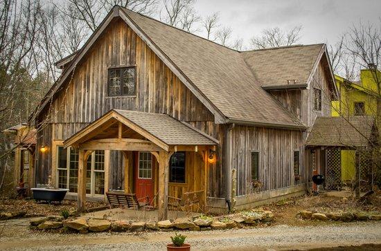 Robinwood Inn: Cedar Exterior