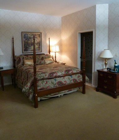 The Brewster Inn: Room 23 in the carriage house