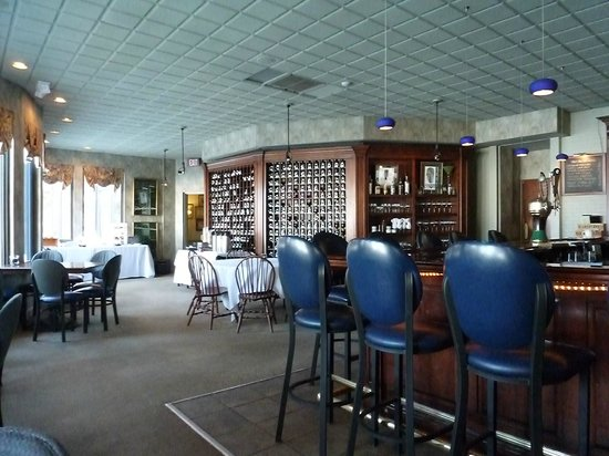 The Brewster Inn: Tavern room where you can dine, and where continental breakfast is served.