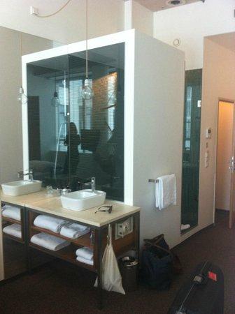 Hotel Daniel Vienna:                   bathroom again