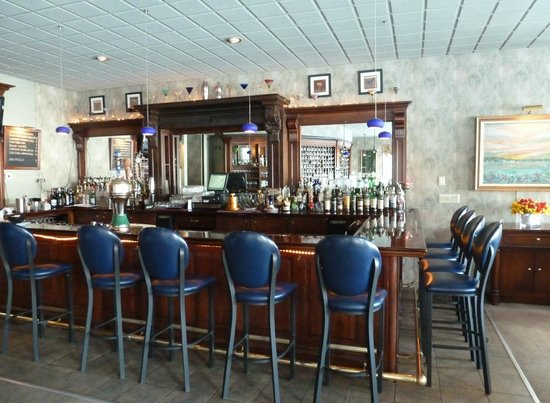 The Brewster Inn: View of the bar in the tavern room