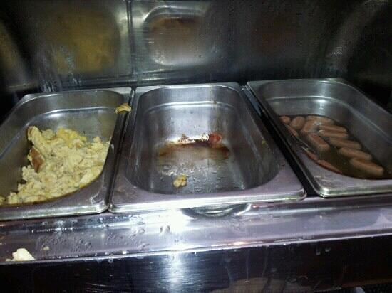 Mercure Atenea Aventura:                                     Empty trays