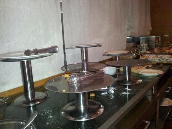 Mercure Atenea Aventura:                                     Empty breakfast trays