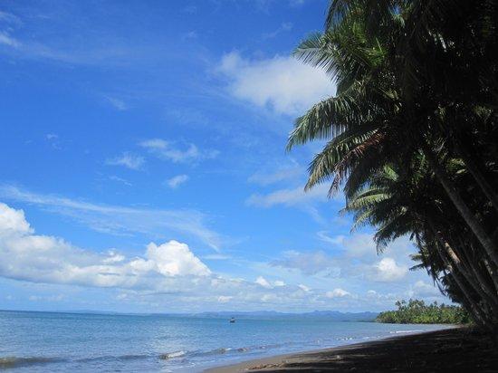 Emaho Sekawa Resort:                                     Beach