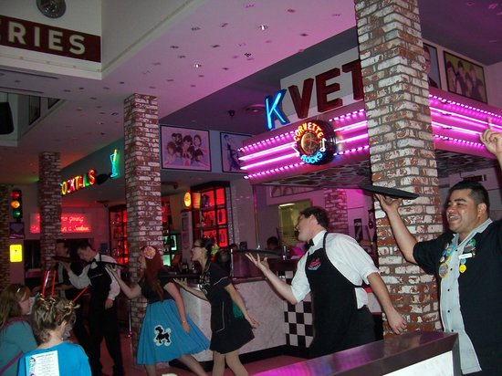 Corvette Diner:                   A 50s party time