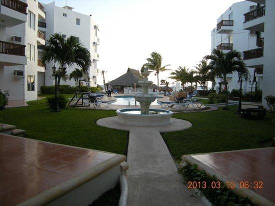Las Perlas Condos: pool