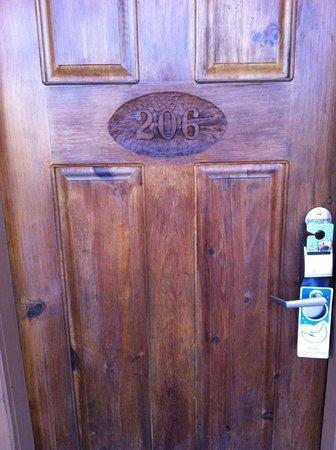 تيمبرز لودج:                   Unique Wooden Door                 
