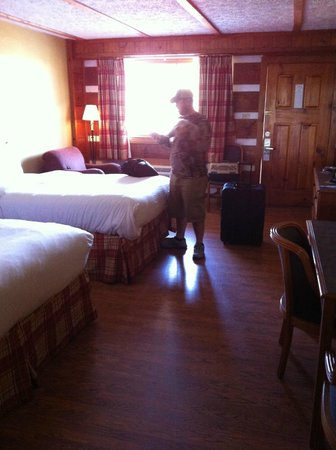 Timbers Lodge:                   Room.  Cabin feel, comfy beds, nice linens, comfy chair and ottoman - Pet Frie
