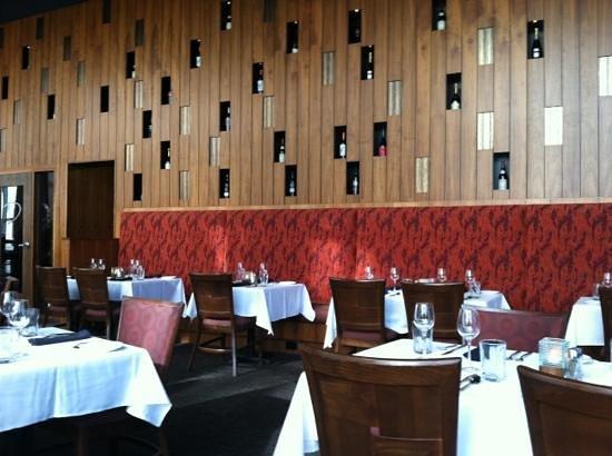 Dresslers Restaurant :                   dining room