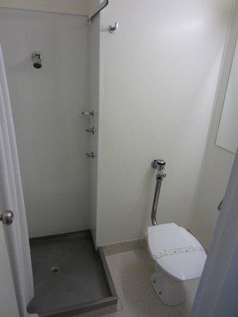 ซิตี้เซ็นทรัลโฮเต็ล:                   Shower