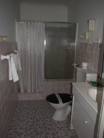 Luhana Motel & Horse Stables:                                     ensuite shower