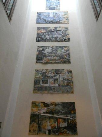 Da House Hotel:                   wifi lounge/gallery                 