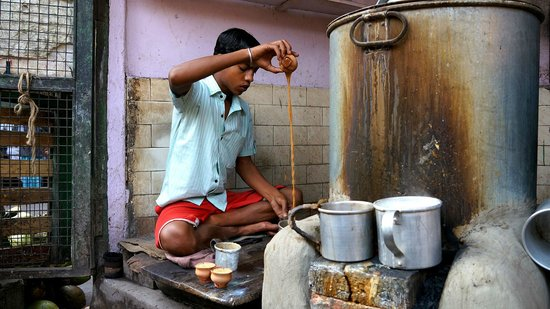 Calcutta Photo Tours :                   Fresh hot tea!