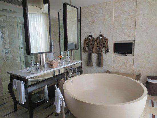คอนราด เกาะสมุย:                   Bathroom