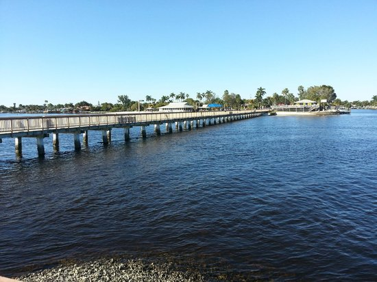 Cape Coral Yacht Club :                   fishing pier