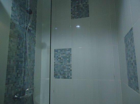 Dream @ Jimbaran & ZEN Rooms :                   Shower