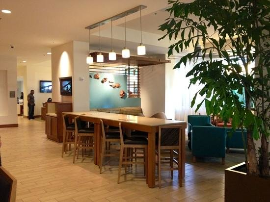 Hyatt Place Waikiki Beach:                   bar