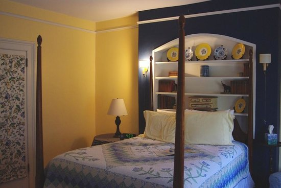 Carolina Bed & Breakfast:                                     Miss Webb Room