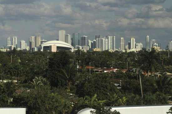 Courtyard Miami Airport:                   View from Hotel room overlooking Downtown Miami