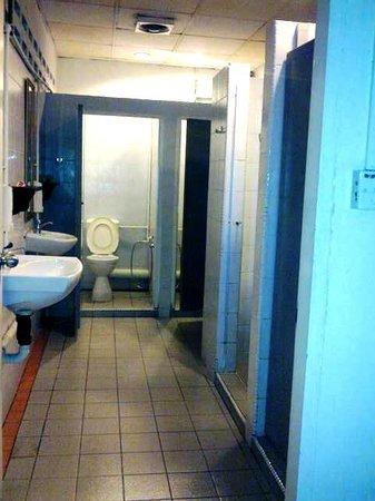 Sensi Backpackers Hostel:                   Toilet, very clean!