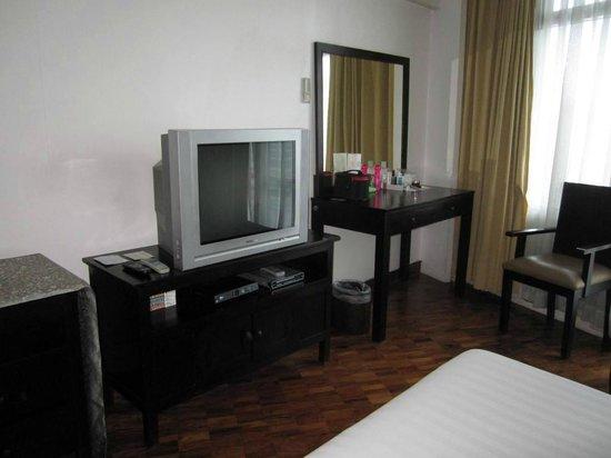 The Malayan Plaza Hotel:                   tv