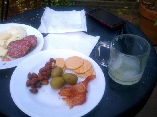 Mount View Hotel & Spa:                   Nice place for a drink and snacks