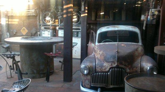 Bojangles Saloon & Restaurant : interno del saloon