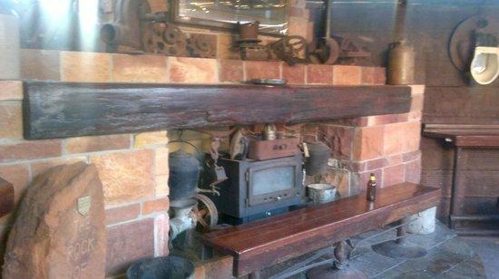 Bojangles Saloon & Restaurant : saloon