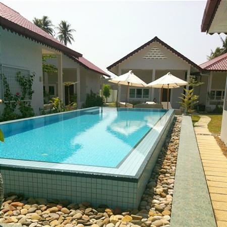 Langkawi Chantique Resort:                   Salty pool...love it!!!