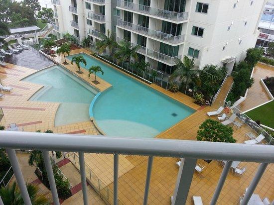 مانترا ترايولوجي: Nice swimming pool