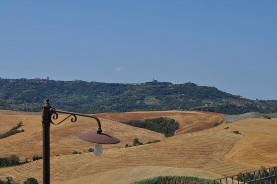 Agrihotel Il Palagetto: zicht op volterra vanop het terras