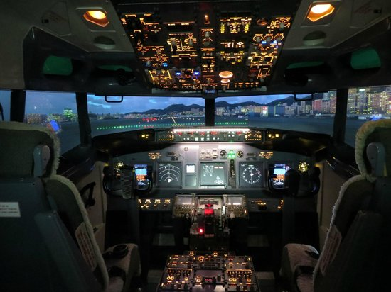 Suntec, Singapore: Boeing 737-7800NG Flight deck - Runway 31 at Kai Tak