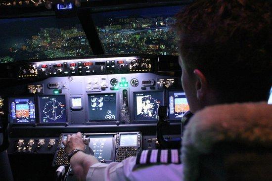 Flight Experience Flight Simulator: Turn onto short finals for R13 Kai Tak