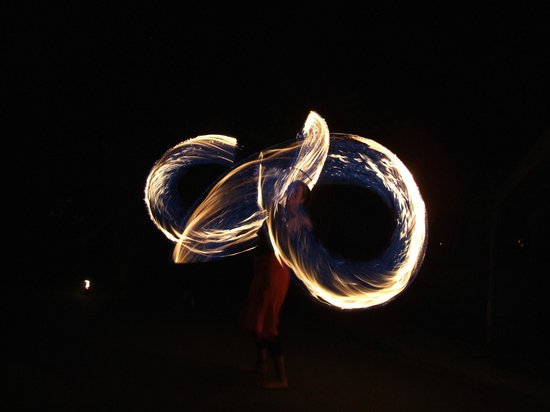Jugglers Rest Backpackers: nikki fire spinning