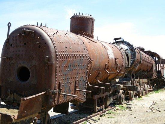 Uyuni Tours: The Train Cemetery
