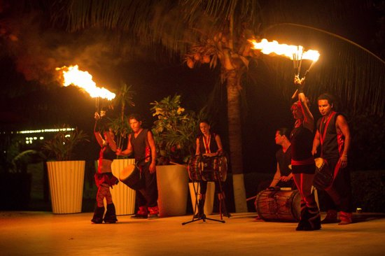 Le Blanc Spa Resort: Fire dancer night at the hotel!