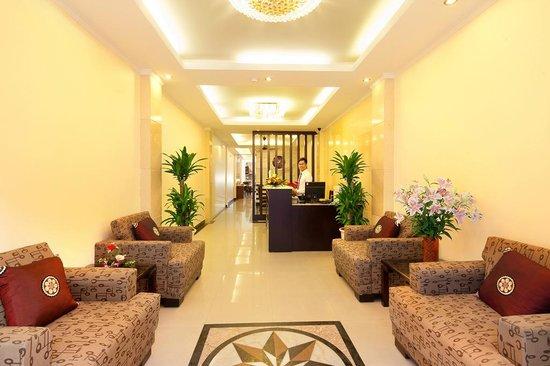 Rising Dragon Estate Hotel: lobby