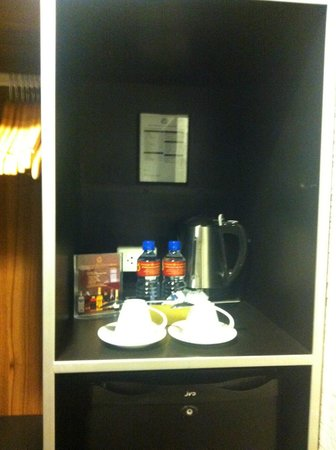 Angeles Beach Club Hotel: Mini bar